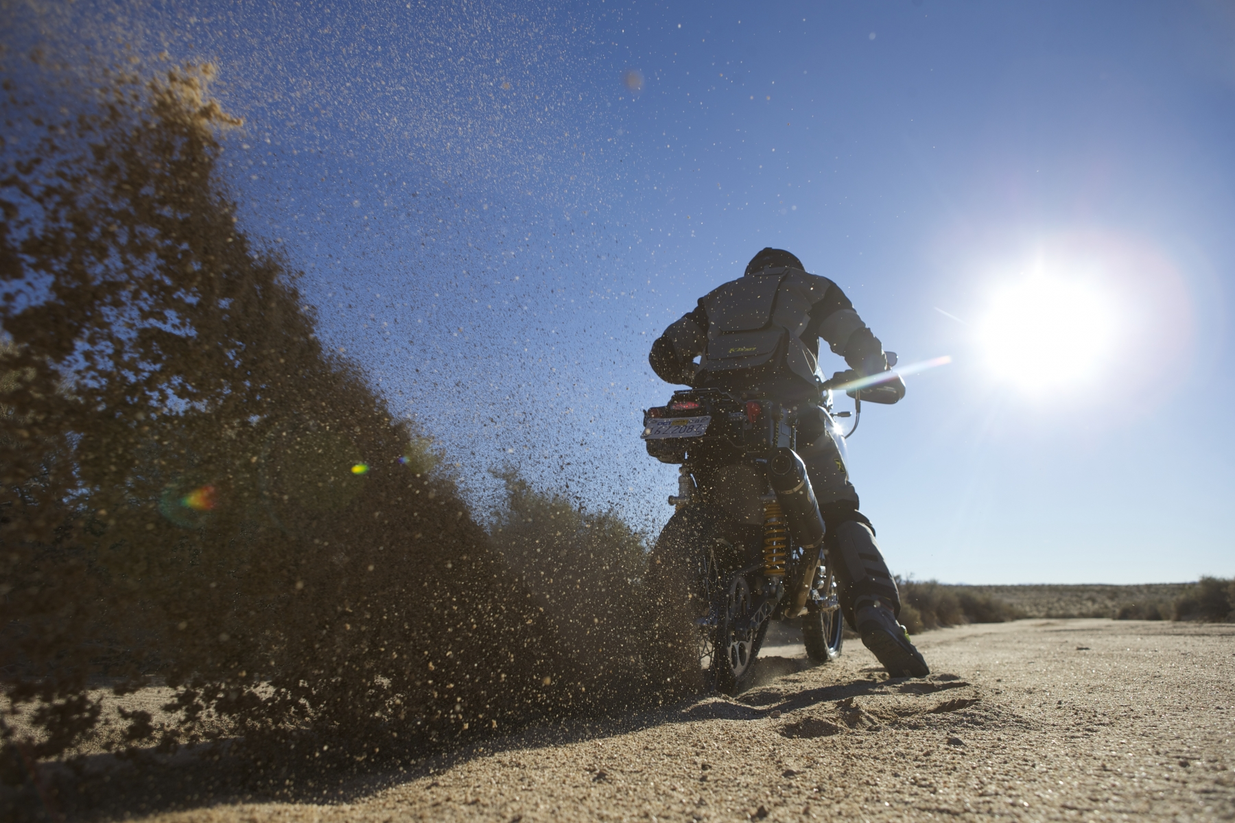Jim Carducci riding in the sands of the Mojave Desert. Photo by Drew Ruiz for KLiM.